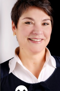 Dr. Anke Holl